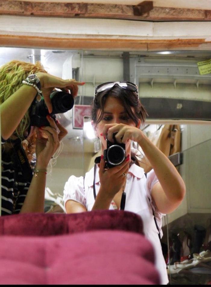 Io e Elisa  riflesse in uno specchio.