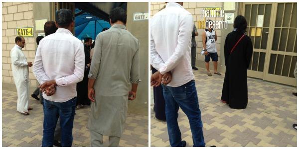 Notate il tizio a destra con l'asciugamano infilata nel pantalone...